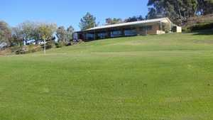 Mount Pleasant & District GC: Clubhouse & #18