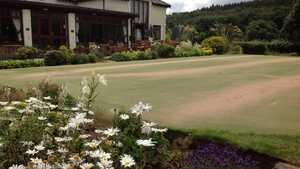 Shipley GC: clubhouse & putting green