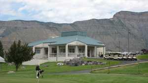 Battlement Mesa GC: clubhouse & putting green