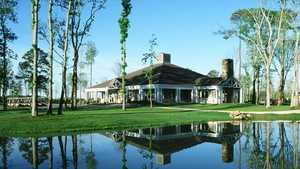 Eagle Pointe GC: clubhouse